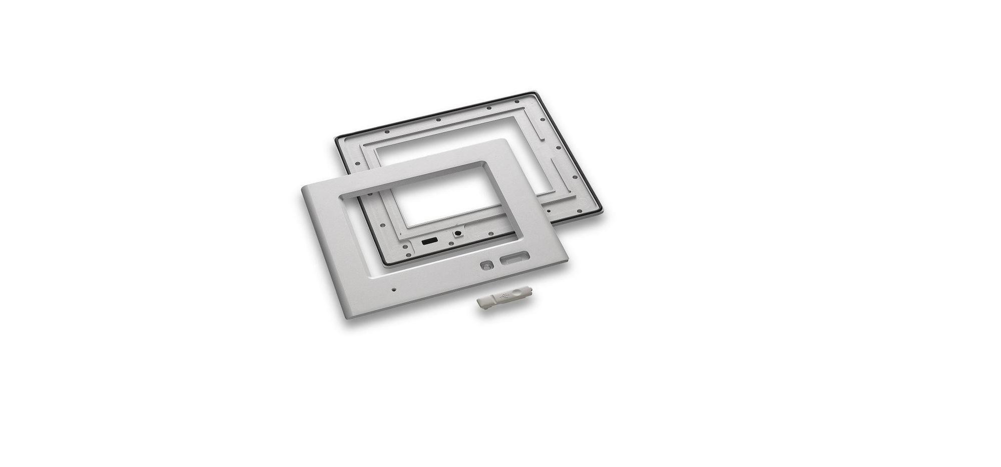 Edelstahl-Bedienfront - Front- und Innenseite mit Revisionsklappe für USB